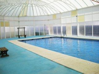 NATURISTA con piscina climatizada, barato