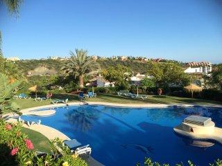 Luxury garden apartment in Los Arqueros, Benahavis