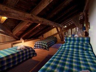 Maison Coutin :Chambre bleue familiale, petit dej, Peisey-Nancroix