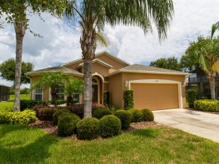 Executive 4 bedroom villa with heated pool & spa, Orlando