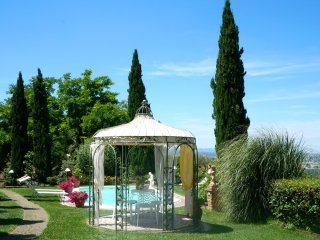 Montefoscoli - Romantic hilltop retreat with pool