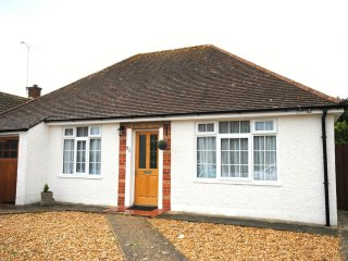 Bungalow only 5 minute drive from the beach., Bognor Regis