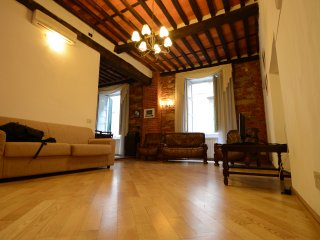 Beautiful apt in the core of Lucca