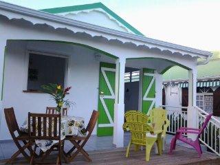 LA ROSA VERDE: Jolie petite maison, proche plage, Sainte-Anne