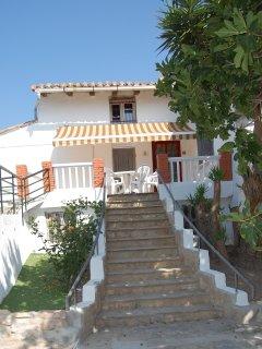 Entrada principal y acceso a la terraza