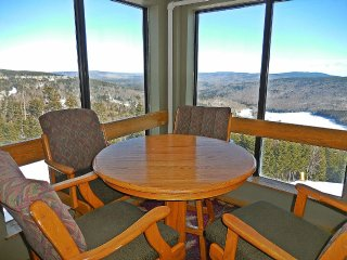 2 BR 2 Bath Condo with Ski in and Ski out, Snowshoe
