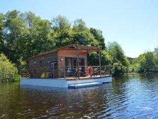 Les Etangs de Taysse Maison Flottante Aquapesca