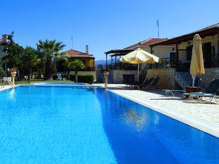 ERMISmaisonette with pool &garden close to the sea, Paralio Astros
