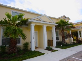 3 Bed 3 Bath Townhouse|Pool, Balcony, Sleeps 10!, Clermont