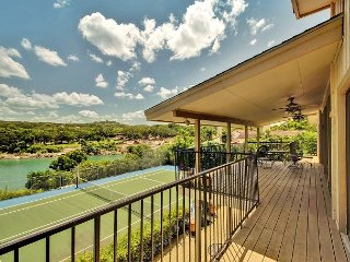 3BR Urban Lake House with Big Water Views, Tennis Court, Sleeps 8, Volente