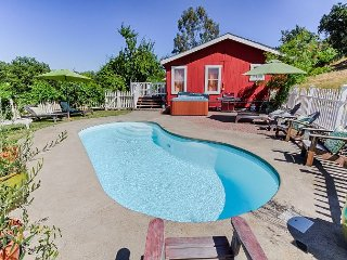 Vineyard House in Calistoga with Private Pool