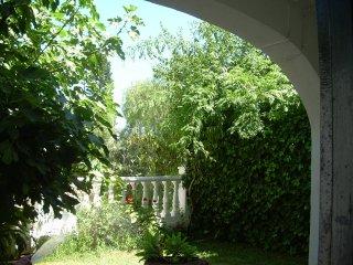 Casa con jardin en la playa. 2 dormitorios. 6 pax, Torremolinos