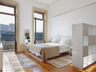 EXQUISITE AND CHARMING APT 'MUXIMA' FOR 2/3 GUESTS, Oporto