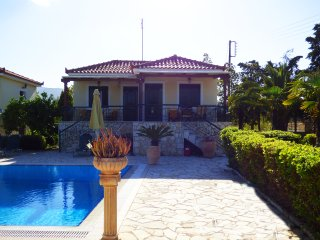 POSEIDONmaisonettte with pool &garden near the sea, Paralio Astros