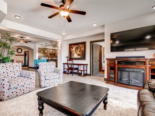 Splendid 4BR St. George Condo w/Wifi, Private Patio & Community Pool Access - Magnificent Mountain Views! Close to Recreation, Zion Nat'l Park, Shopping, Dining & More!, Saint George