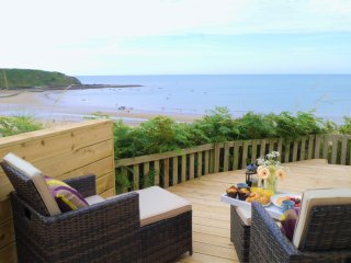 Unique Coastal Hideaway with Panoramic Views, Nefyn