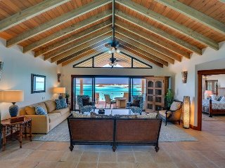 Stunning View, Stunning Home, Stunning Heated Pool, Five Cays Settlement