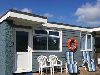 Sandy Shores holiday chalet with WiFi in Yaverland, Sandown