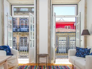 Liiiving in Porto | Blue Flower Apartment