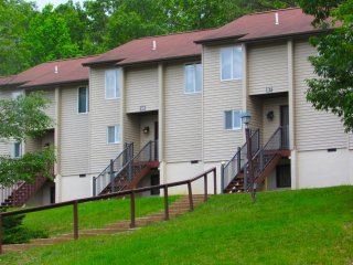 Mountainside Villas 2 Bedroom w/ Sauna-Jacuzzi, Massanutten