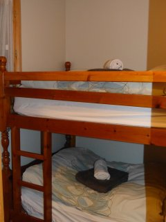 2nd bedroom - adult bunkbeds