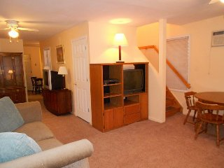2nd house from beach 6 bedroom 2 bath private yard, Seaside Heights