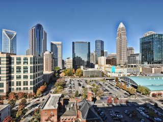 Rest & Relax -> Beautiful Apt Near BB&T Ball Park, Charlotte
