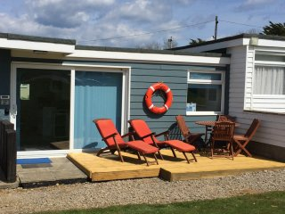 Ocean Decks Holiday Chalet at Yaverland, Sandown, with WIFI, Dog Friendly