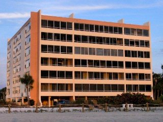 FISHERMAN'S HAVEN 305 - 2 BDRM. ON BEACH, Siesta Key
