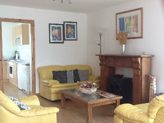 Studio Suite with separate kitchen/diner, sleeps three, just 2 min from town.