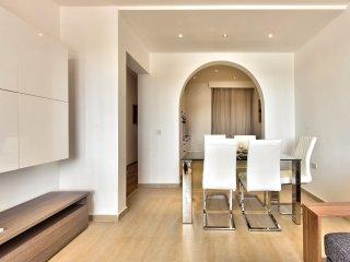 Wonderful Views 3-bedroom Seafront Apartment, Sliema