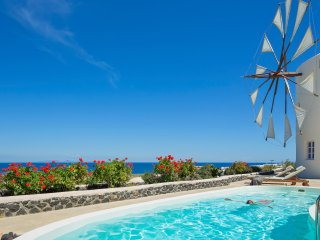 The Lilac Windmill Villa, private pool & sea view, Imerovigli