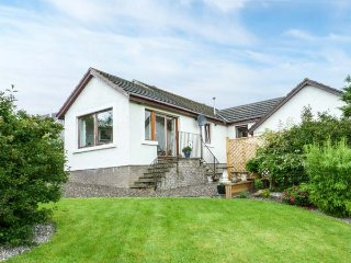 WINDYWHISTLE COTTAGE, semi-detached, off road parking, lawned garden, in Crieff, Ref 935918