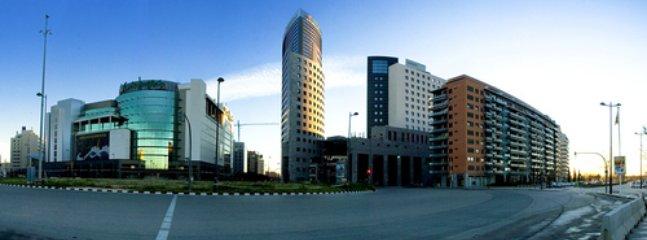 Entorno: Centros comerciales de ocio y recreo, a 300/350 m. -el Corte Ingles y AQUA
