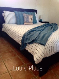One bedroom studio apartment - queen size bed