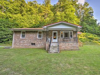 3BR Marshall Home Overlooking Blue Ridge Mountains
