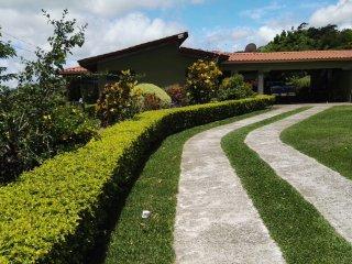 Se alquila casa para 10 personas con lindas vistas, Tilaran