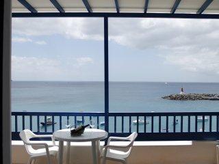 Apto. El Faro primera linea de mar con balcon