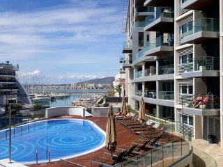 Luxury 1 bedroom apartmetn in frontline marina, Westside