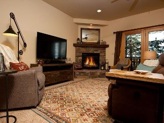 Mountain Townhome - Great Views - Ping Pong Table - Professionally Decorated, Durango