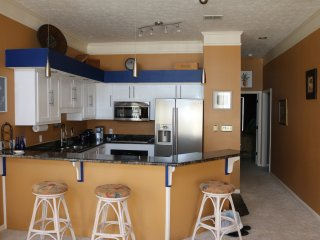Completely Upgraded! Beach View/WiFi/Jacuzzi/More!, Panama City Beach