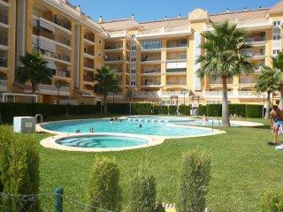 Estupendo apartamento con piscina, jardín y tenis