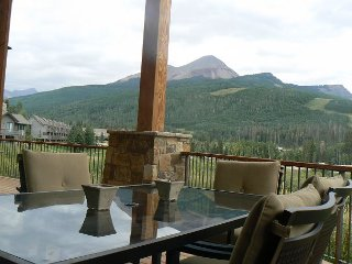 Luxury Home with Unbelievable Views - Huge Covered Deck - Onsite Heated Pool, Durango