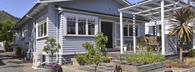 Charming Character Bungalow - Nelson Character Cottage Holiday Home!