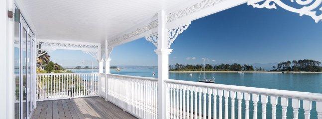The Elegant Lady - Luxury Nelson Holiday Home Accommdoation, Moana