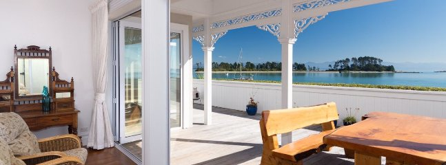 The Elegant Lady - Luxury Nelson Holiday Home Accommdoation