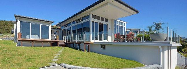 Bay Vista Nelson Holiday Home - Central, Modern, Views!