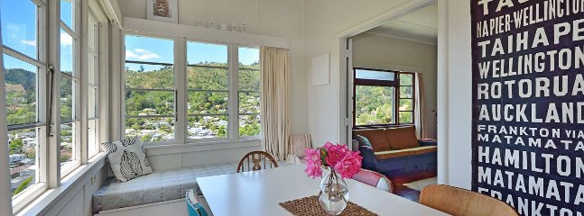 Grampian Views - Nelson Holiday Home with Character & Charm!