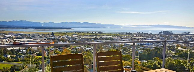 Pinnacle Place Nelson Holiday Home with Views!