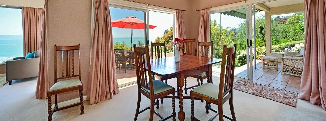 Indoor dining flows to outdoor dining & verandah areas